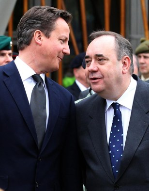 Image: British Prime Minister David Cameron, left, and Scotland's First Minister Alex Salmond