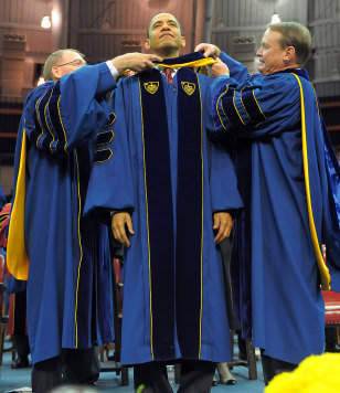 Image: Obama receives honorary degree