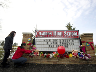 Image: Chardon Ohio Mourns Deadly School Shooting