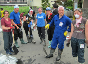 Image: The VolunteerAKITA team takes a break from their cleanup work in Ishinomaki