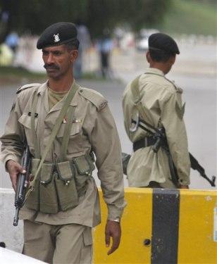 Image: Pakistani paramilitary soldiers