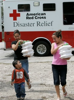 Image: Receiving hot meals