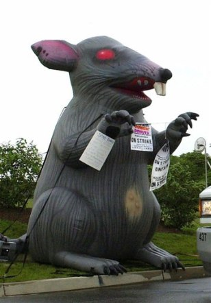 Image: Giant inflatable rat