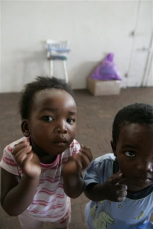 Image: AIDS orphans in South Africa