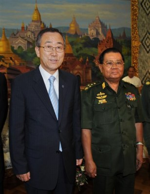 Image: Ban Ki-moon and Myanmar Senior Gen. Than Shwe