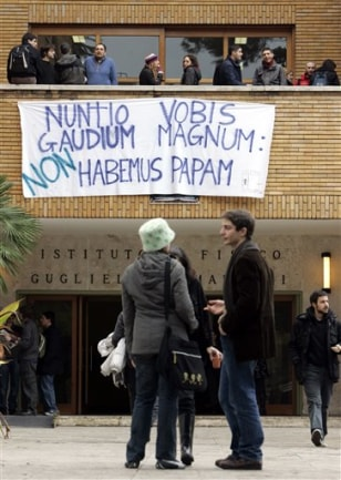 Image: Pope protest in Rome