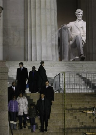 Image: Obama family, Lincoln Memorial