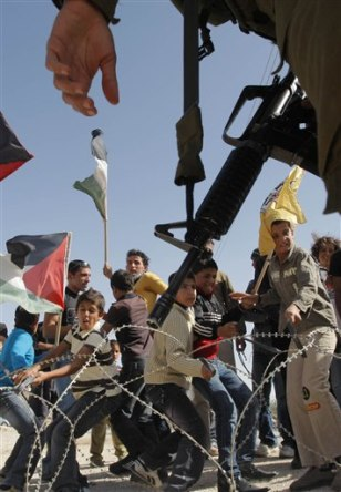 Image: Palestinians protest separation barrier