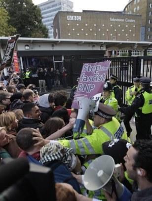 Image: Anti-fascist demonstrators