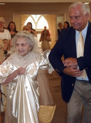 98 year old dons wedding dress she wore in 1938 today for Old lady wedding dresses