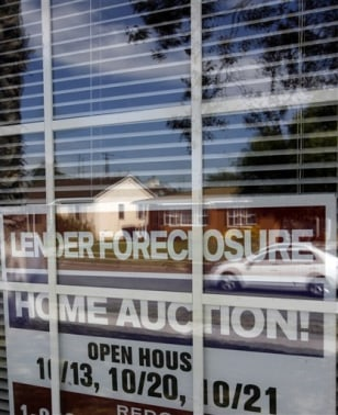 Image: Foreclosure sign