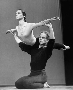 merce cunningham choreographic stlye The choreographer merce cunningham was undoubtedly the greatest single influence on contemporary dance both in britain and in the us his originality lay not only in his well-known use of chance.