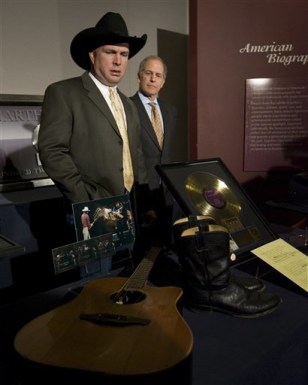Garth Brooks donates cowboy hat - today   entertainment - today ... d9884a7f2cd