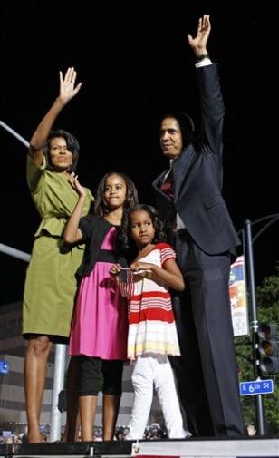Image: Michelle Obama, Malia Obama, Sasha Obama, Barack Obama