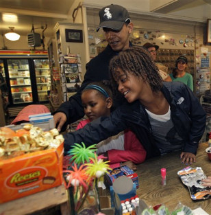 Image: President Barack Obama and his daughters
