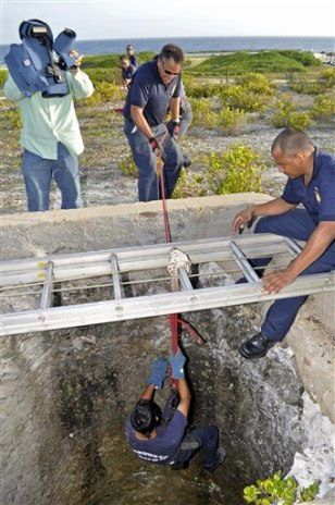 Image: Aruban officials search for Robyn Gardner