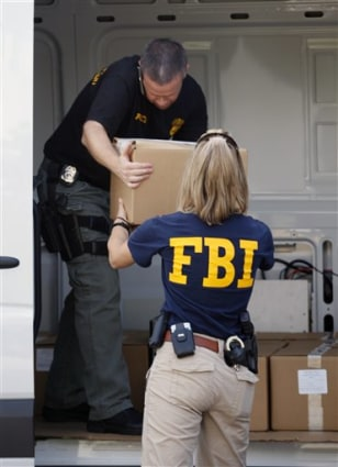 Image: FBI agents seize records at Miami clinic