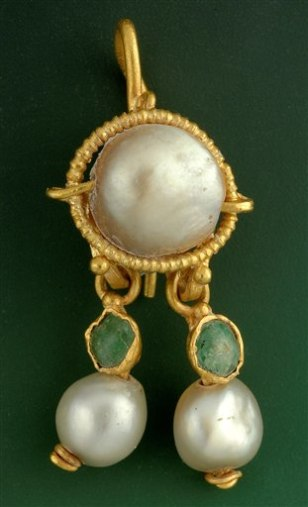 Image: Ancient earring