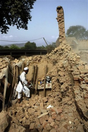 Image: Blast destroys Pakistan home