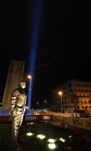 Image: Statue of former Prime Minister Rafik Hariri