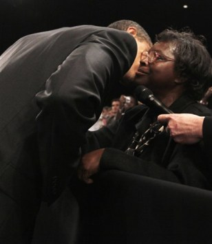 Image: Obama reassures homeless woman
