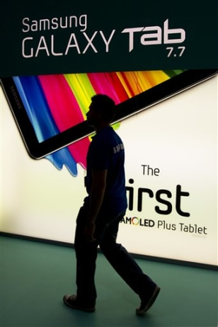 Image: Man walks by Samsung Galaxy Tab sign