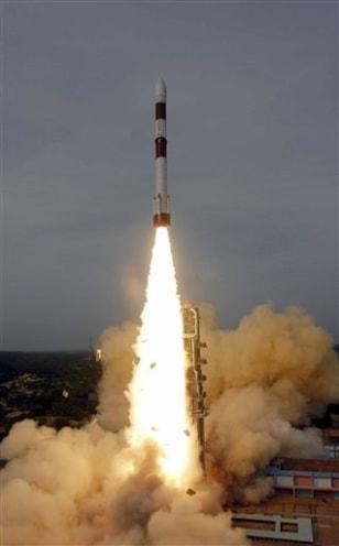 India plans to send spacecraft to orbit Mars - Technology ...