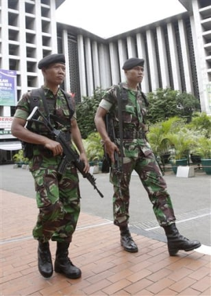 Indonesian soldiers patrolling ahead of Obama visti