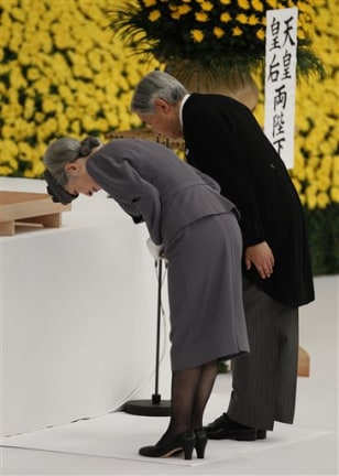 Image: Japan's Emperor Akihito and Empress Michiko