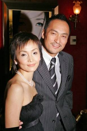 Ken Watanabe weds Japanese actress - 20.5KB