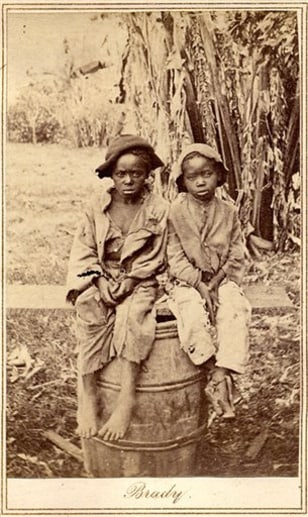 Image: Rare photo showing two slave children