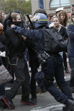 Image: San Francisco police officer pushes protestor back