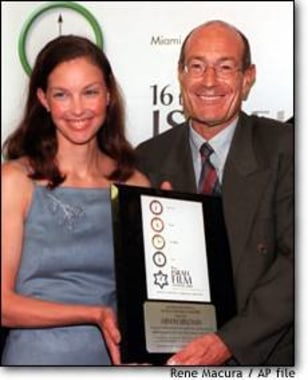 IMAGE: Actress Ashley Judd presents producer Arnon Milchan with the Israel Film Festival's Lifetime Achievement Award at a March 2000 reception in Hollywood.