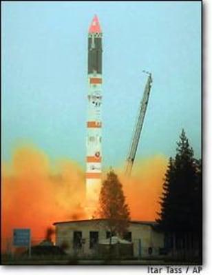 Image: Russia launches satellites