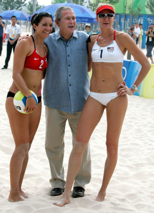 Image: Bush poses with U.S. beach volleyball players