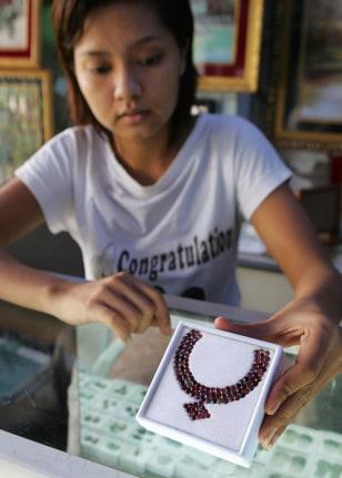 Image: Myanmar salesclerk