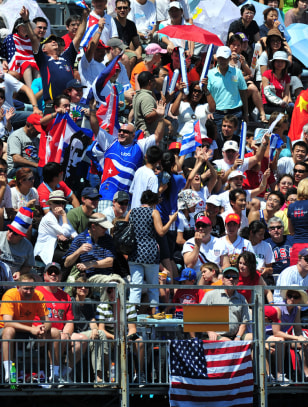 Image: Cuban fans waves flags
