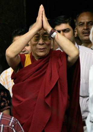 Image: The Dalai Lama leaves the hopital in Mumbai, India