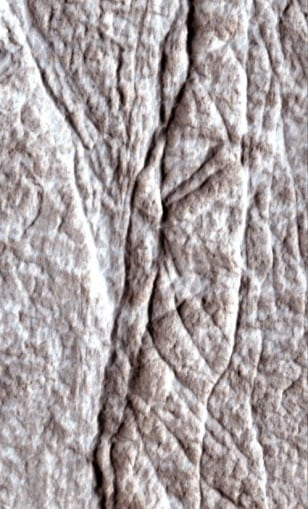 Image: Cracks on Mars