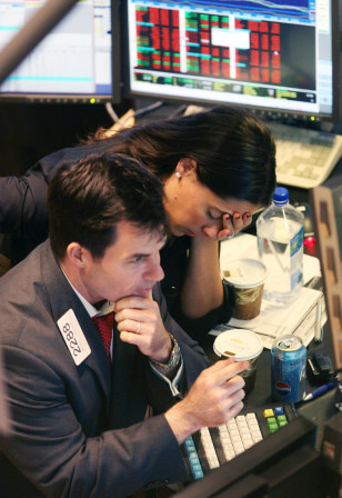 Image: Traders at New York Stock Exchange