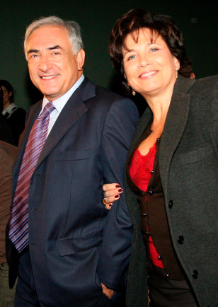 Image: Dominique Strauss-Kahn (L) and his wife Anne Sinclair