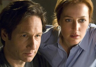 Image: Duchovny and Anderson in X-Files