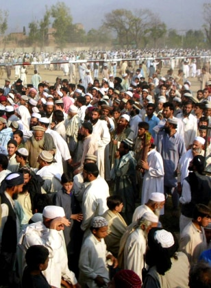 Image: Supporters of a Pakistani militant leader
