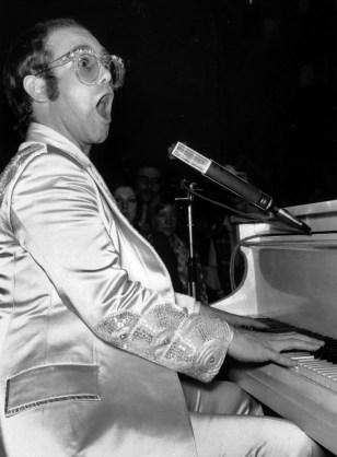 Image: Elton John, 1974