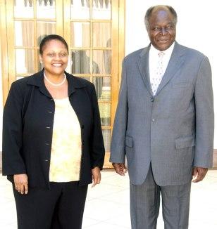 Image: Kenyan President Mwai Kibaki with U.S. diplomat Frazer
