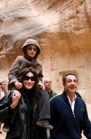 IMAGE: French President Nicolas Sarkozy and girlfriend Carla Bruni