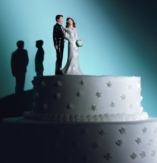 Image: figures on wedding cake