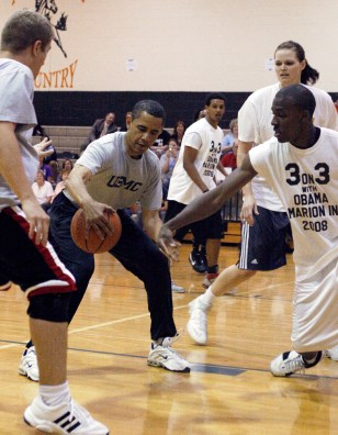 Image: U.S. Senator and democratic presidential hopeful Obama plays in basketball game during campaign stop in Kokomo