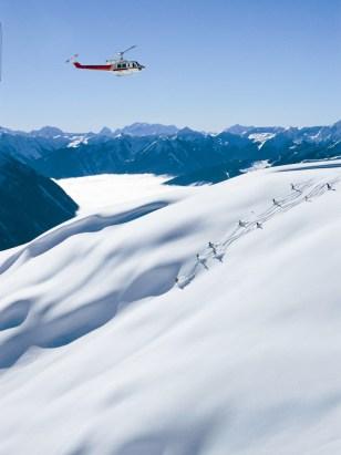 Image: Heli-skiing