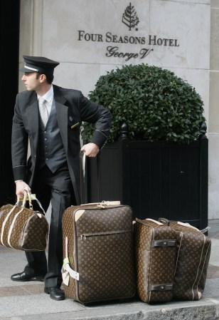 Image: bellman with luggage